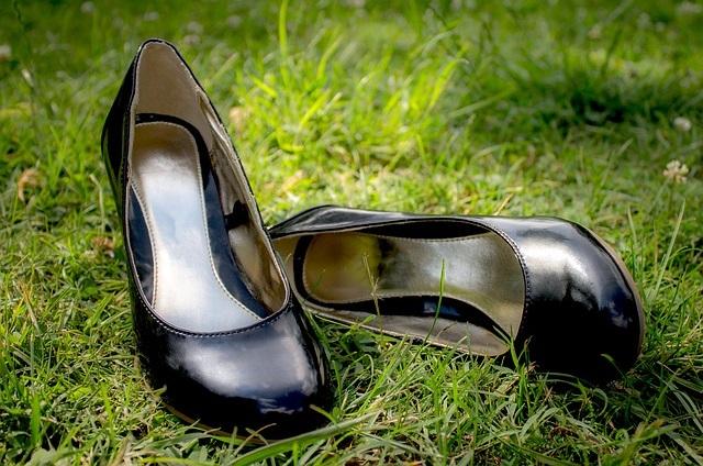 Czółenka – jak nosić? Na jakie okazje sprawdzą się czółenka?