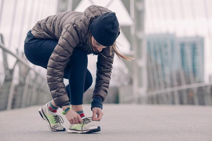 Jakie buty sportowe są modne? Jakie sneakersy noszą kobiety?
